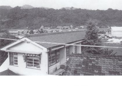 瓦葺の医院