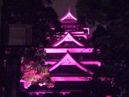 ピンク色の熊本城