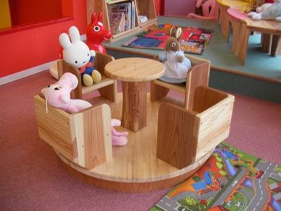 木製のメリーゴーランド
