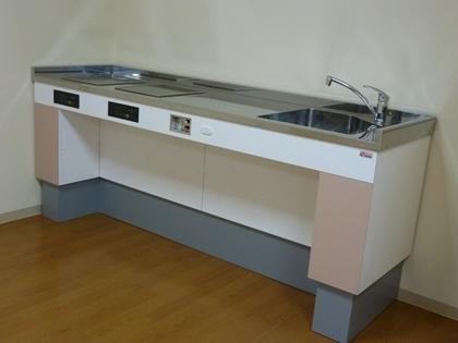 高さを変えられるキッチン